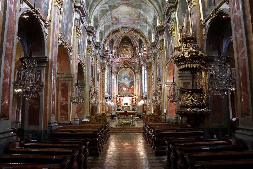 Интериор на катедралата в Санкт Пьолтен